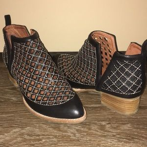 Jeffrey Campbell Taggart Ankle Booties 9.5